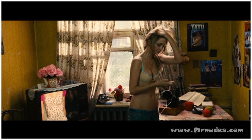misha-barton-golaya-video